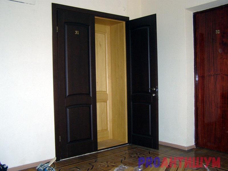 Фото: Вторая входная дверь деревянная. Автор: Ксения Болканская