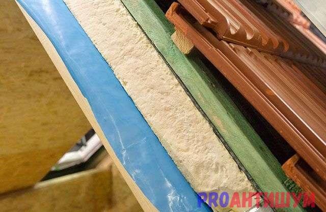Фото: Шумоизоляция крыши из металочерепицы в разрезе. Автор: Дмитрий Костев