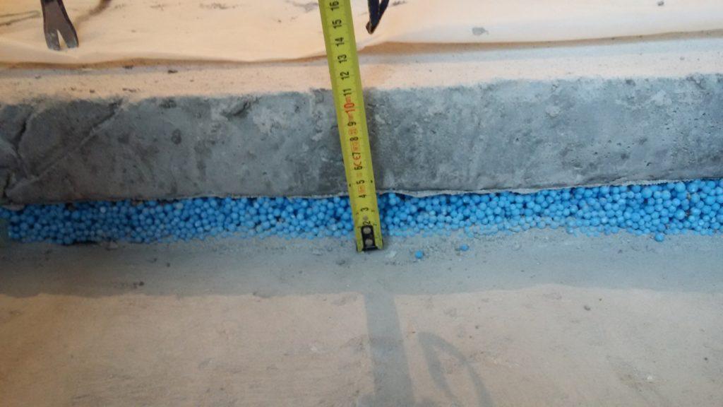Укладка шумоизоляционного материала в «мокрую» стяжку